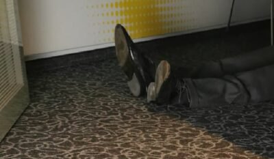 Im Büro des Prokurist Loran liegt eine Leiche